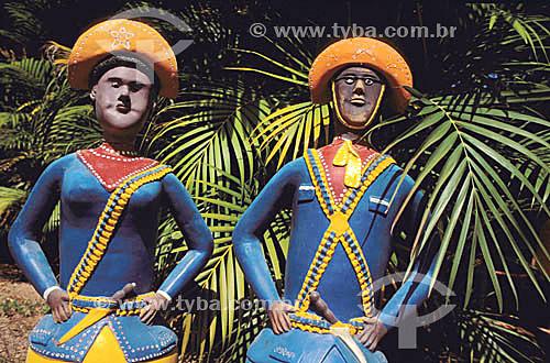 Artesanato: cerâmica - Figura de cangaceiros - autor: Amaro Rodrigues - Museu do Pontal - Recreio dos Bandeirantes - Rio de Janeiro - RJ - Brasil  - Rio de Janeiro - Rio de Janeiro - Brasil