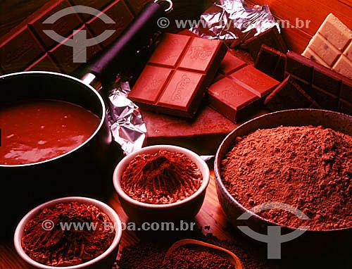 Chocolate em calda, em barras e em pó