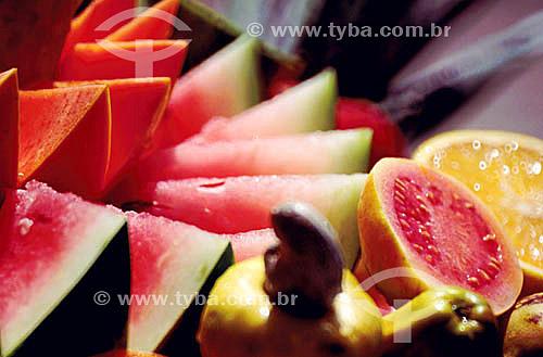 Frutas (melancia, caju, goiaba e laranja)