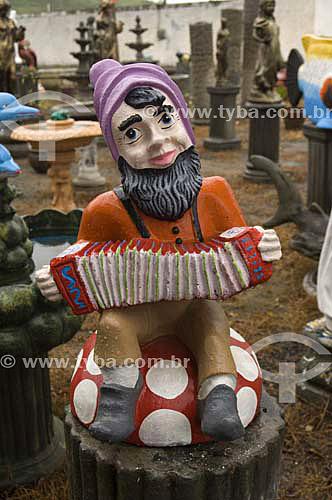 comércio de estatuetas - Anão tocando sanfona - Itaboraí- RJ - Brasil - 16/01/2007  - Itaboraí - Rio de Janeiro - Brasil