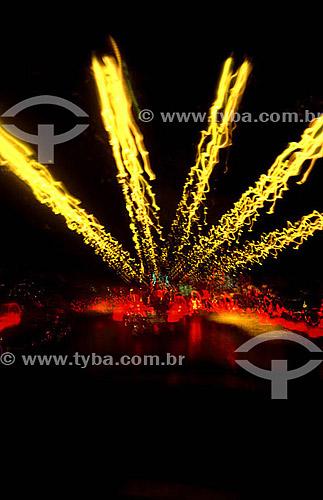 Efeito visual: carros num tunel