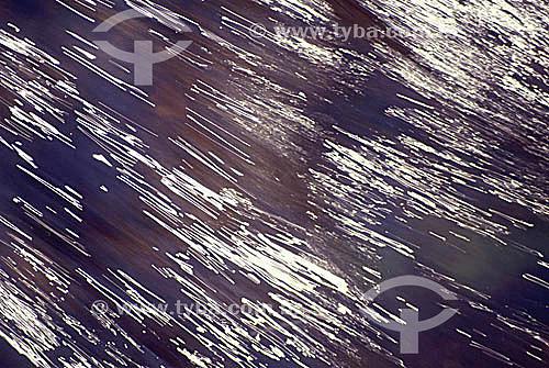 Efeito visual: água em movimento
