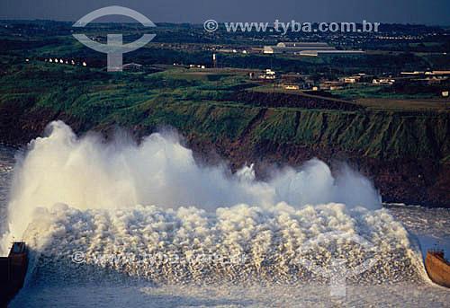 Industrial - Vazão de água de Furnas - Hidroelétrica  - Itaipú - PR - Brasil  - Paraná - Brasil