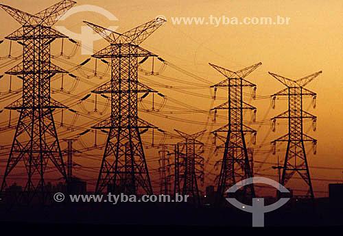 Linhas de transmissão de energia elétrica - torres de transmissão - cabos de alta tensão - Brasil - Data: 2004