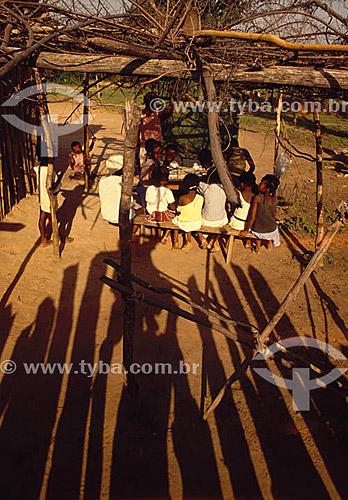 Assunto: Professora e crianças em escola rural improvisada no interior da Bahia  / Local: Bahia (BA) - Brasil / Data: 1998