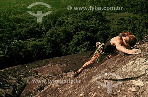 Alpinista na Via Vereda Tropical - Floresta da Tijuca - Rio de Janeiro - RJ - Brasil  Patrimônio Histórico Nacional desde 27-04-1967.  - Rio de Janeiro - Rio de Janeiro - Brasil