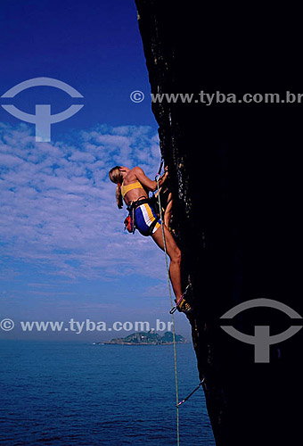 Monica Pranzl (realesed # 36) fazendo alpinismo  na faléisa do Joá - Rio de Janeiro - RJ - Brasil  - Rio de Janeiro - Rio de Janeiro - Brasil