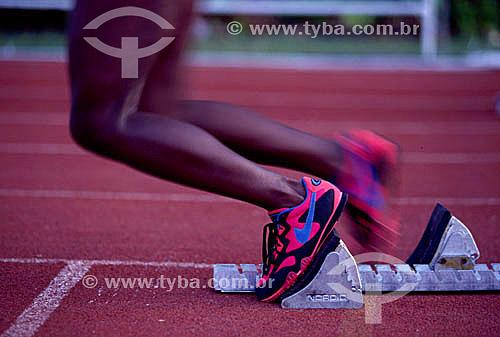Detalhe das pernas do corredor na hora da largada do  Campeonato Brasileiro de Atletismo no estádio Célio de Barros – Maracan㠖 Rio de Janeiro – RJ / Data: Década de 90