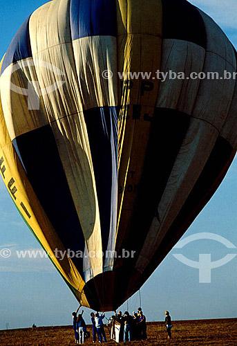 Balonismo - Equipe preparando o balão