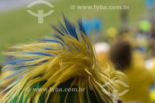 Detalhe de cabelo feminino pintado com as cores do Brasil - Torcida - Jogos Pan-americanos Rio 2007 - Rio de Janeiro - RJ - Brasil - Julho de 2007  - Rio de Janeiro - Rio de Janeiro - Brasil