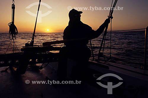 Silhueta de velejador ao entardecer - litoral sul fluminense - RJ - Brasil  - Rio de Janeiro - Brasil
