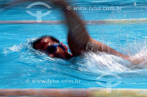 Natação - nadador na piscina