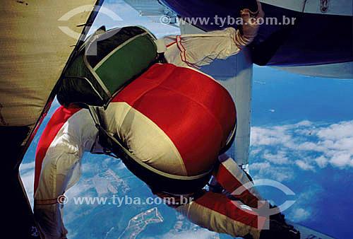 Assunto: Pessoa praticando skysurf uma modalidade do paraquedismo na Barra da Tijuca / Local: Barra da Tijuca - Rio de Janeiro (RJ) - Brasil / Data: 02/2008