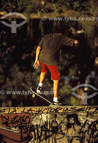 Esporte - Skate - Rapaz no skate - Urca - Rio de Janeiro - RJ - Brasil  - Rio de Janeiro - Rio de Janeiro - Brasil