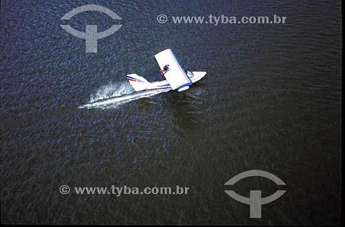 Aterrissagem de ultraleve no mar - Lagoa Rodrigo de Freitas - Rio de Janeiro - RJ - Brasil  - Rio de Janeiro - Rio de Janeiro - Brasil