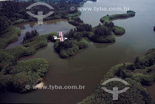 Ultraleve sobre Lagoa da Barra da Tijuca - Rio de Janeiro - RJ - Brasil  - Rio de Janeiro - Rio de Janeiro - Brasil