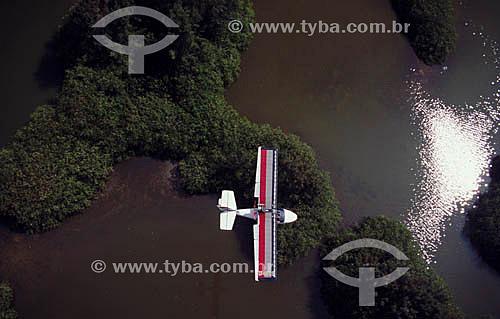 Ultraleve sobre a Lagoa da Barra da Tijuca - Rio de Janeiro - RJ - Brasil  - Rio de Janeiro - Rio de Janeiro - Brasil