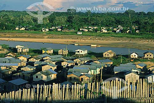 Habitações às margens do rio Juruá, em Cruzeiro do Sul - AC (maio de 2001), Acre  - Cruzeiro do Sul - Acre - Brasil