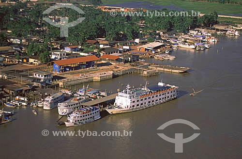 Imagem aérea do porto de Santana - área de navios de passageiros como o Comandante Solon (maior) e o terminal hidroviário (em fase final de construção) - AP - março de 2000.  - Amapá - Brasil