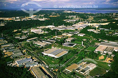 Vista aérea de fábricas e empresas no Distrito Industrial Castelo Branco - Zona Franca de Manaus - AM - ao fundo, o encontro do Rio Negro e do Rio Solimões (à direita) com o Rio Amazonas (à esquerda) - julho de 2001  - Manaus - Amazonas - Brasil