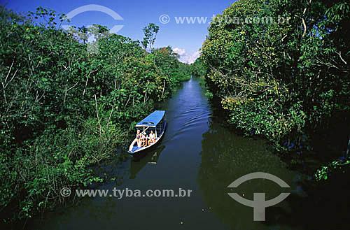 Canoa coberta para passeios turísticos - Parque Ecológico do January - Manaus - AM - julho de 2001  - Manaus - Amazonas - Brasil