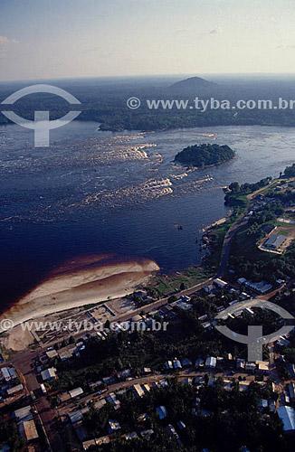Assunto: Vista aérea do Alto Rio Negro e da cidade de São Gabriel da Cachoeira / Local: Amazonas / Data: 2003