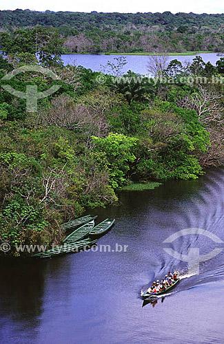 Turistas em passeio de canoa pelo rio Ariaú - Hotel de Selva Ariaú Amazon Towers - Amazônia - Município de Iranduba - AM - Brasil - julho de 2001  - Iranduba - Amazonas - Brasil