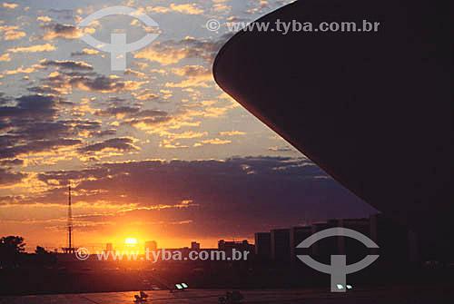 Detalhe do prédio do Congresso Nacional ao pôr-do-sol - Brasília - DF - Brasil A cidade de Brasília é Patrimônio Mundial pela UNESCO desde 11-12-1987.  - Brasília - Distrito Federal - Brasil