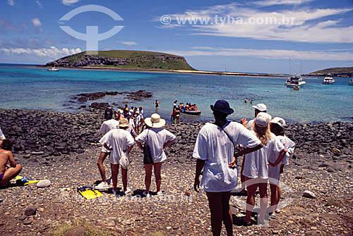Turistas no Arquipélago de Abrolhos  com Ilha Redonda em frente - Costa das Baleias - BA - Brasil  O Parque Nacional Marinho de Abrolhos foi criado em 6 de abril de 1983., Bahia, 1996  - Caravelas - Bahia - Brasil