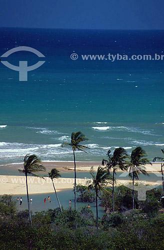 Pessoas na praia de Trancoso com coqueiros - Porto Seguro (1) - litoral sul da Bahia - Brasil(1) A área denominada Costa do Descobrimento (Reserva da Mata Atlântica) é Patrimônio Mundial pela UNESCO desde 01-12-1999 e nela estão localizadas 23 áreas de proteção ambiental na Bahia (incluindo Porto Seguro).  - Porto Seguro - Bahia - Brasil