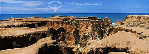 Falésias de Morro Branco mostrando o caminho entre elas conhecido como Labirinto - CE - Brasil  - Beberibe - Ceará - Brasil