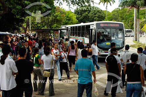 Pessoas esperando por ônibus - João Pessoa - PB - Brasil - 05/2006Autor: Delfim Martins  - João Pessoa - Paraíba - Brasil