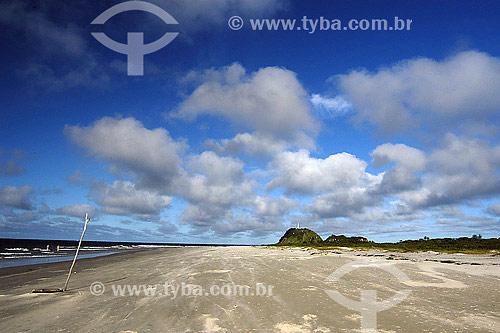 Praia das Conchas com Farol ao fundo - Ilha do Mel - PR - Brasil                                        - Curitiba - Paraná - Brasil