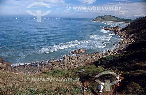 Turismo ecológico na Ilha do Mel  - Morro do Sabão - PR - Brasil / Data: 2001  O trecho da Mata Atlântica que inicia-se na Serra da Juréia, em Iguape/SP e vai até à Ilha do Mel, em Paranaguá/PR é Patrimônio Mundial Natural da UNESCO desde 1999.
