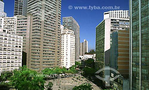 Vista da Rua São José no Centro da cidade do Rio de Janeiro com seus prédios e o Convento de Santo Antonio ao fundo - RJ - Brasil  - Rio de Janeiro - Rio de Janeiro - Brasil