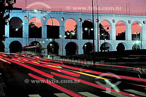 Arcos da Lapa   ao crepúsculo - Rio de Janeiro - RJ - Brasil  Aqueduto em estilo romano do século XVIII (Rio colonial), com uma dupla arcada de 42 arcos. Patrimônio Histórico Nacional desde 05-04-1938.  - Rio de Janeiro - Rio de Janeiro - Brasil