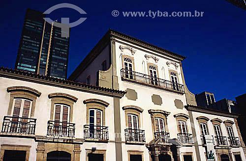 Paço Imperial   e edifício Cândido Mendes ao fundo - centro do Rio de Janeiro - RJ - Brasil  Construído em 1743, o Paço Imperial foi usado como casa de vice-reis do Brasil e, mais tarde, como sede dos governos do Reinado e do Império até a Proclamação da República em 15 de Novembro de 1889.  é Patrimônio Histórico Nacional desde 06-04-1938.  - Rio de Janeiro - Rio de Janeiro - Brasil