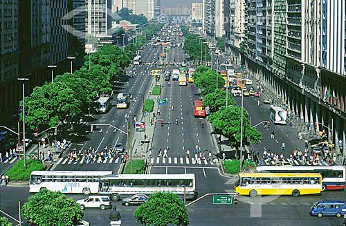 Cena da vida urbana - Movimento de carros e pessoas na Avenida Presidente Vargas - Rio de Janeiro - RJ - Brasil / Data: 2008
