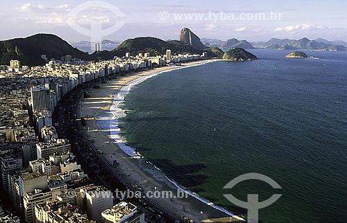 Vista aérea do bairro de Copacabana com Pão de Açucar ao fundo - Rio de Janeiro - RJ - Brasil / Data: 2010