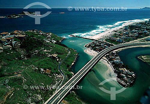 Vista aérea do Elevado do Joá sobre o Canal de Marapendi, na entrada da Barra da Tijuca - Rio de Janeiro - RJ - Brasil  - Rio de Janeiro - Rio de Janeiro - Brasil