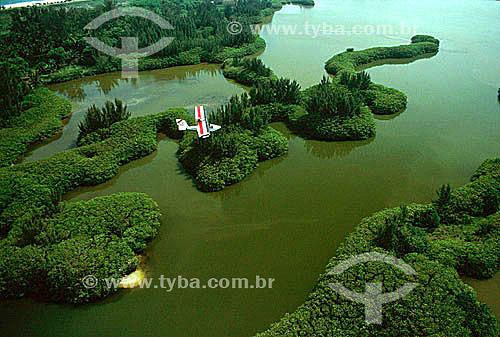Vista aérea de ultraleve sobrevoando a Lagoa de Marapendi - Barra da Tijuca - Rio de Janeiro - RJ - Brasil  - Rio de Janeiro - Rio de Janeiro - Brasil