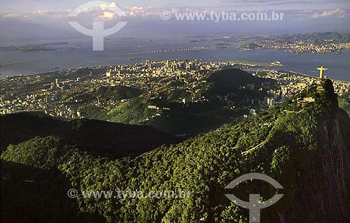 Vista aérea do Cristo Redentor no morro do Corcovado - Rio de Janeiro - RJ - Brasil  /  Data: 2007