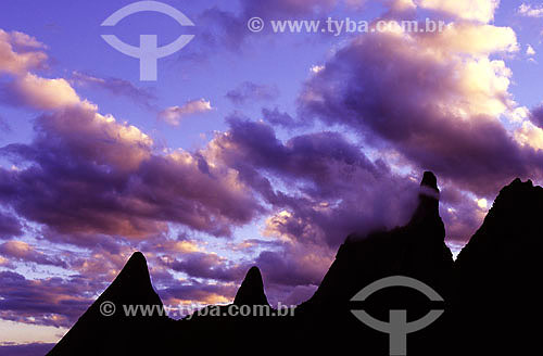 Pico do Dedo de Deus em meio a nuvens - Serra dos Orgãos - Teresópolis - RJ - Brazil - Data: 2008