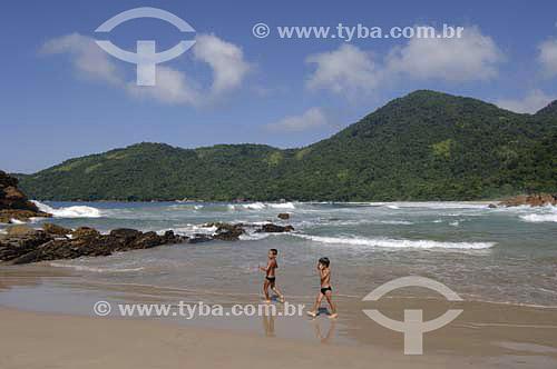 Praia do Meio, crianças - Trindade - Paraty  - Costa Verde - RJ - Brasil - Abril 2006  - Paraty - Rio de Janeiro - Brasil