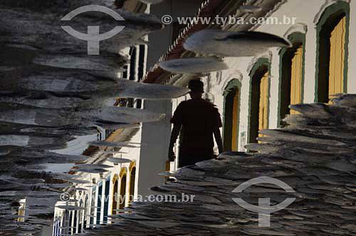 Reflexo da arquitetura nas pedras da rua - Paraty - Costa Verde - RJ - Brasil - Abril 2006  - Paraty - Rio de Janeiro - Brasil