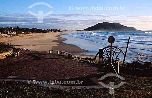 Praia do Costão do Santinho ao amanhecer - Santa Catarina - Brasil  - Catarina - Santa Catarina - Brasil