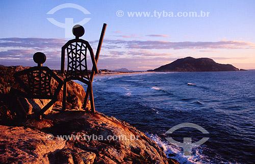 Costão do Santinho - praia - esculturas em cima das pedras - litoral de Santa Catarina - Brasil  - Santa Catarina - Brasil