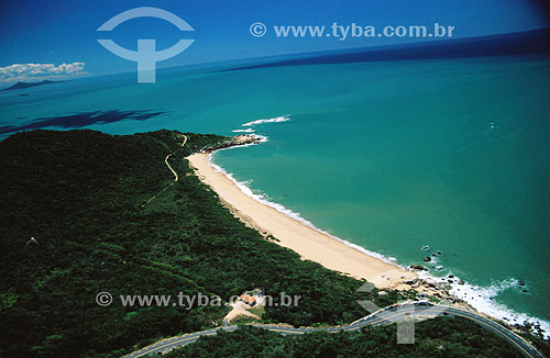 Taquarinha - estrada à beira-mar - litoral de Santa Catarina - Brasil  - Balneário Camboriú - Santa Catarina - Brasil