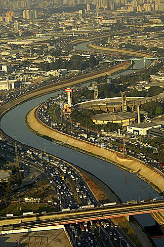 Vista aérea do Rio Tietê entre Ponte Cruzeiro do Sul e Vila Guilherme - São Paulo - SP - BrasilData: 06/2006