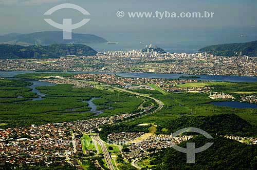 Baixada Santista vista a partir do alto da Serra do Mar, com Cubatao em primeiro plano e São Vicente ao fundo - Cubatao - SP - Brasil  - São Vicente - São Paulo - Brasil